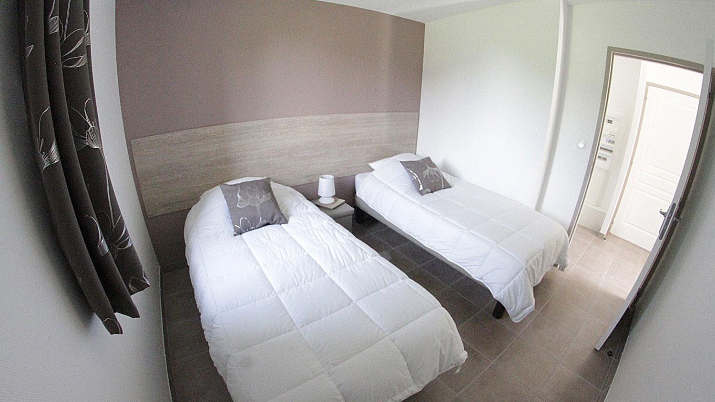 Chambre lits simples des gites du Domaine de Veauchette en Forez